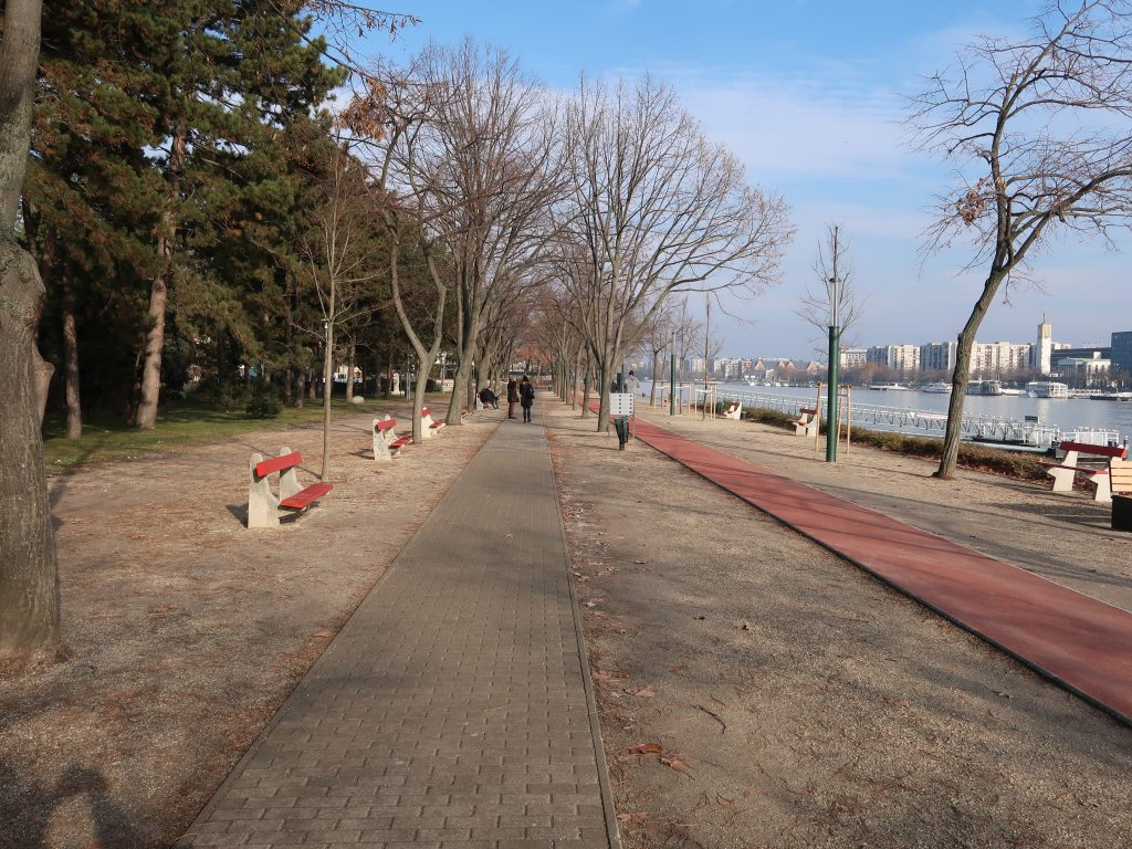 Dedicated traffic lanes on Margaret Island